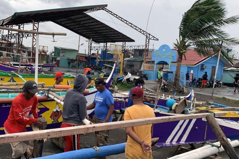 Hình ảnh mưa bão càn quét Philippines, nhiều môn thi SEA Games bị huỷ