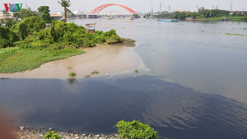 Saigon River threatened by plastic waste