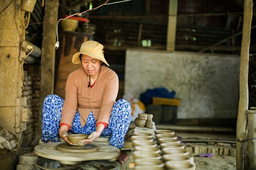 Visiting 500-year-old pottery making village of Thanh Ha