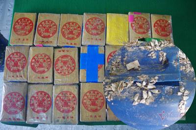 Người đàn ông nhặt ve chai lượm được 21 bánh, nghi ma túy ở TT-Huế