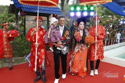 Thúy Nga diện áo dài 5m trong đám cưới lần thứ 10 với Thanh Bạch