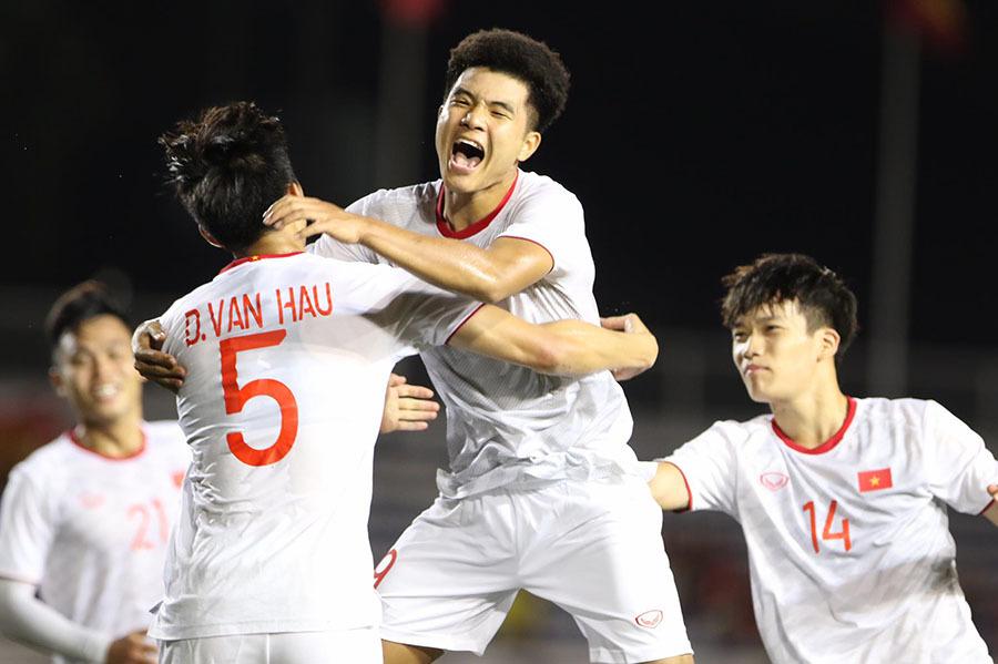 U22 Việt Nam thắng nhọc U22 Singapore: Ơn trời, bàn thắng đến rồi!