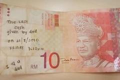 Cô gái Malaysia tìm được tờ tiền cuối cùng của bố nhờ cộng đồng mạng