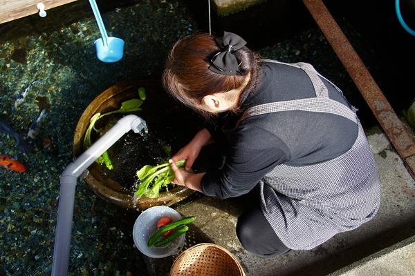 Ngôi làng Nhật giặt đồ, rửa rau bằng nước kênh