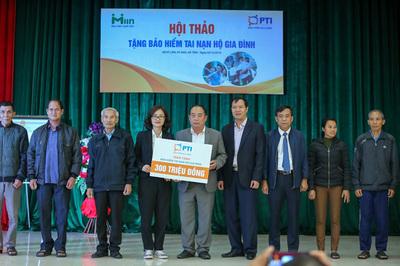 Tặng 1500 gói bảo hiểm tai nạn PTI cho người dân Hà Tĩnh