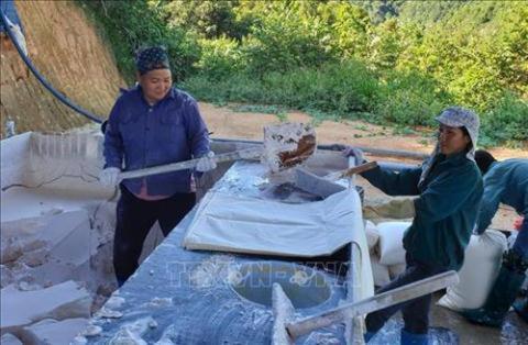 Chuyên gia Trung Quốc thăm dò đất hiếm Lào Cai: Thận trọng!