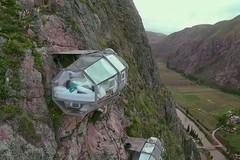 Khách sạn treo lơ lửng giữa vách đá cao hàng trăm mét