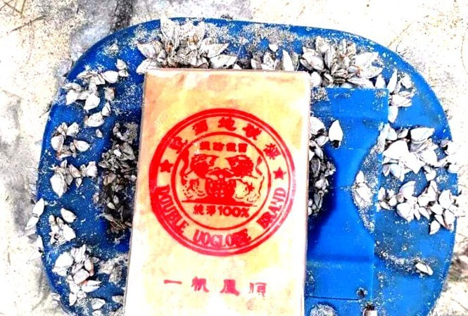 Quang Nam: Suspected heroin found washing ashore