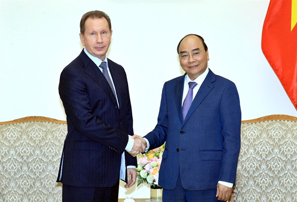 PM Nguyen Xuan Phuc welcomes director of Russia's National Guard