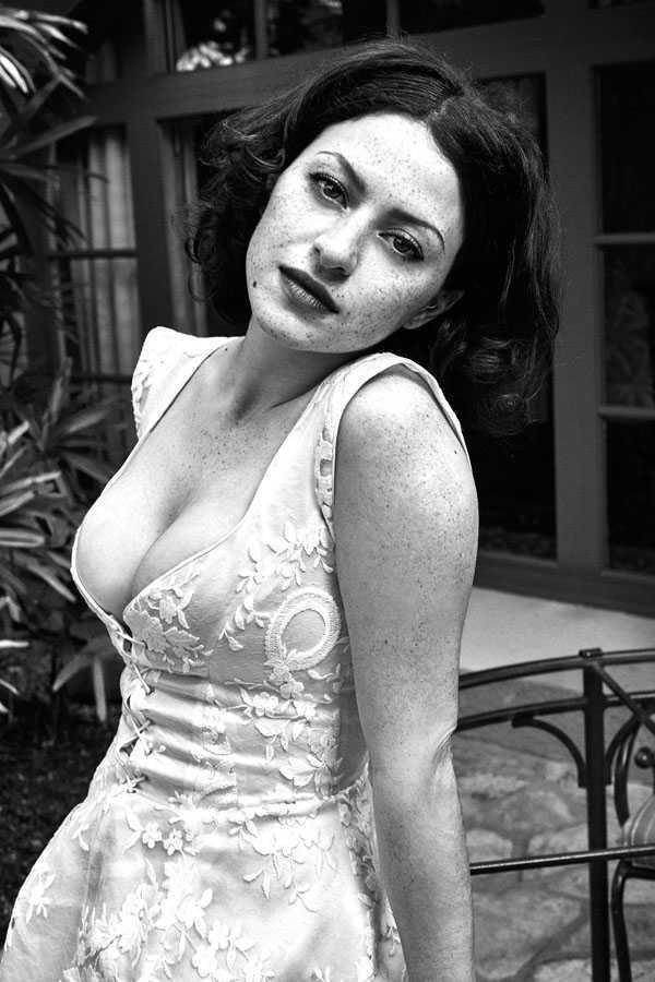 Bạn gái nóng bỏng kém 20 tuổi của những tài tử nổi tiếng
