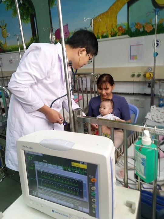 Cứu bé trai 7 tháng tuổi nhẹ cân bị rối loạn nhịp tim có nguy cơ tử vong