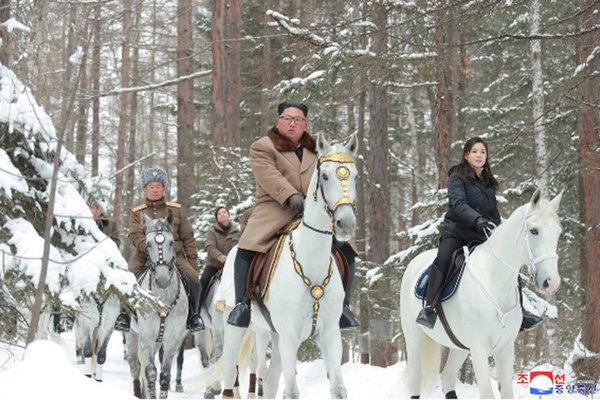 Hành động chứa nhiều ẩn ý của Kim Jong Un