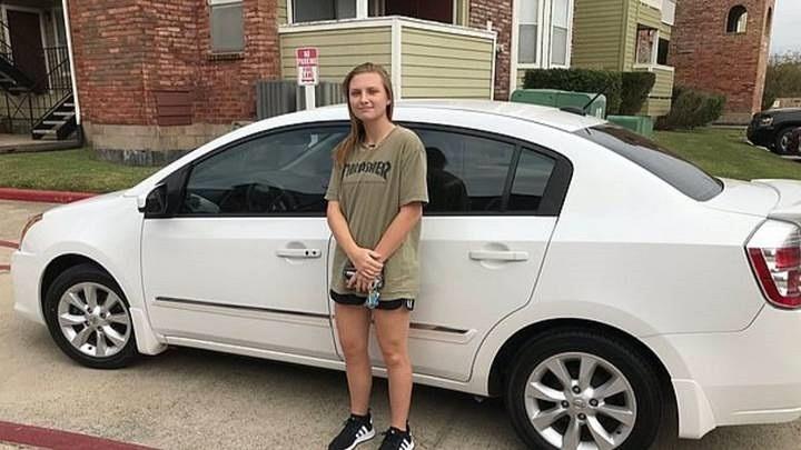 Nữ phục vụ bất ngờ được trả ơn bằng một chiếc ô tô khi tặng kem miễn phí cho khách
