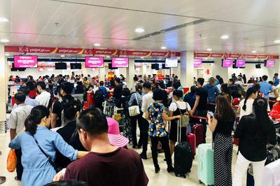 Về quê ăn Tết, chuyến bay nửa đêm ra nước ngoài rồi vòng về Việt Nam