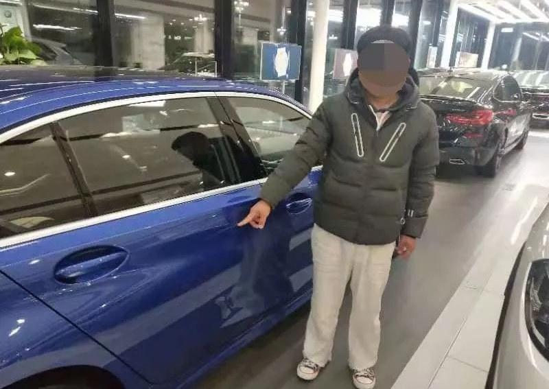 Thanh niên rạch xước xe BMW trong showroom để ép bố mua
