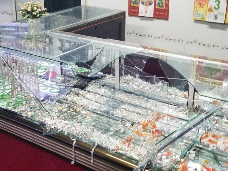 Chân tướng kẻ đánh gục chủ tiệm vàng cướp trang sức ở Bình Định