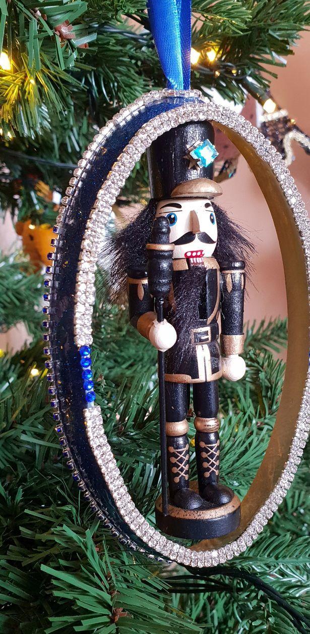 Bí mật của cây thông Noel xa xỉ nhất thế giới
