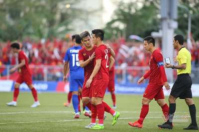 Video Tiến Linh đánh đầu tung lưới U22 Thái Lan