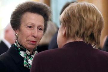 Sự thật sau video gây bão giữa Nữ hoàng Anh và công chúa Anne