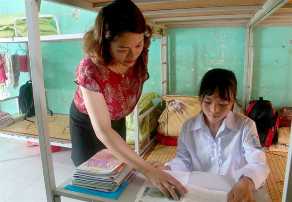 VN's boarding school model encourages more students to class
