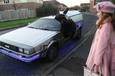 """Người bố chi 80,000 bảng Anh để """"lột xác"""" chiếc xe đưa con đi học"""
