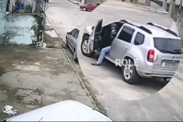 """Thanh niên """"hùng hổ"""" đi cướp xe nhưng quên mất rằng mình không biết lái"""