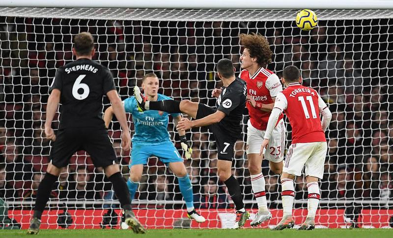 Arsenal thua sốc Brighton trên sân nhà