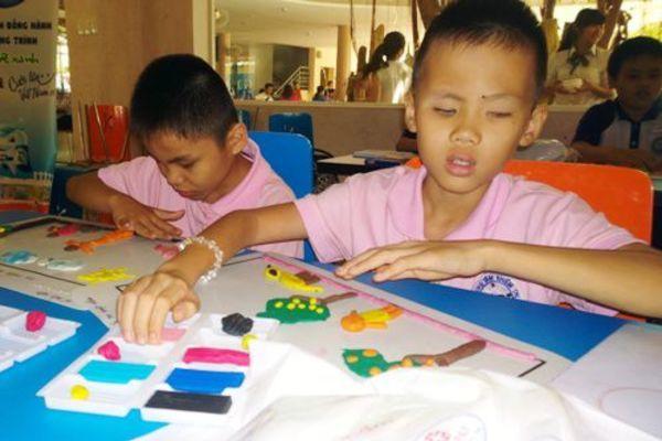 Giúp phụ nữ và trẻ em khiếm thị thoát nghèo