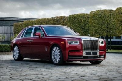 Rolls-Royce Phantom màu đỏ độc nhất đấu giá giúp đỡ bệnh nhân AIDS