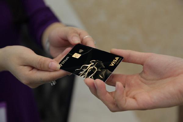 TPBank Visa Signature - thẻ tín dụng kim loại đầu tiên ở Việt Nam