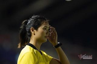 Nữ trọng tài Trung Quốc gây sốt ở SEA Games