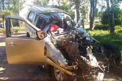 Xe bán tải đấu đầu ô tô tải, 3 người chết ở Gia Lai