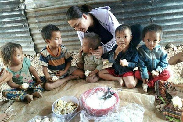 Bếp ăn tình thương tiếp sức học sinh nghèo