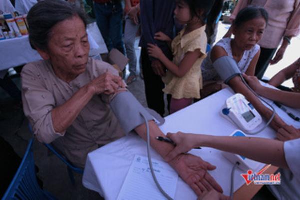 Khám sức khỏe và cấp thuốc miễn phí cho phụ nữ khuyết tật