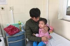 Xót xa cảnh cháu bé 2 tuổi suy kiệt vì ung thư