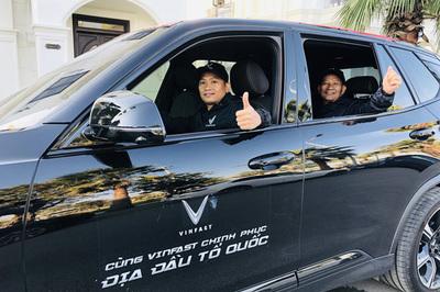 300 VinFaster chinh phục cao nguyên đá Đồng Văn