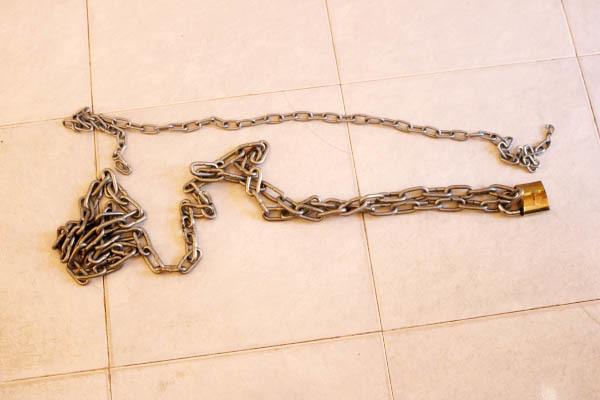 Người đàn ông Trà Vinh bị em trai và cháu dùng xích trói cổ đến chết