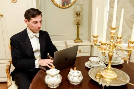 Chàng trai 24 tuổi sống như người thế kỷ 19