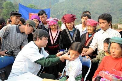 Quân dân y kết hợp chăm sóc sức khỏe cho dân bản huyện vùng cao Mường Nhé