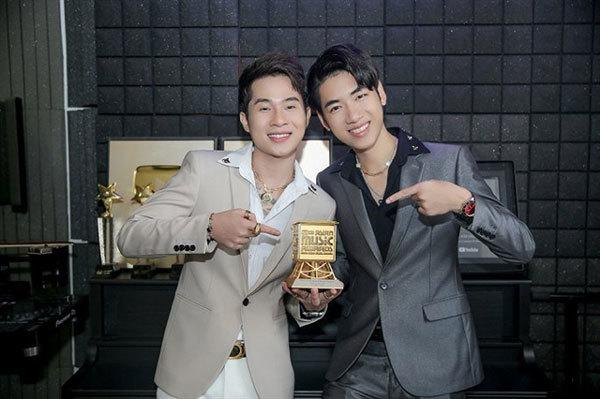 Singer Hoang Thuy Linh,Mnet Asian Music Awards,win
