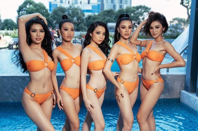BTC Hoa hậu Hoàn vũ VN lên tiếng về sự cố lộ ngực của Thúy Vân