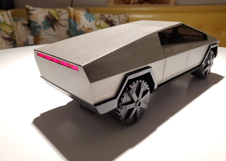 Chàng trai tạo mô hình Tesla Cybertruck như thật bằng máy in 3D