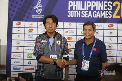"""HLV Mai Đức Chung: """"Việt Nam tập đá luân lưu quyết đấu Thái Lan"""""""