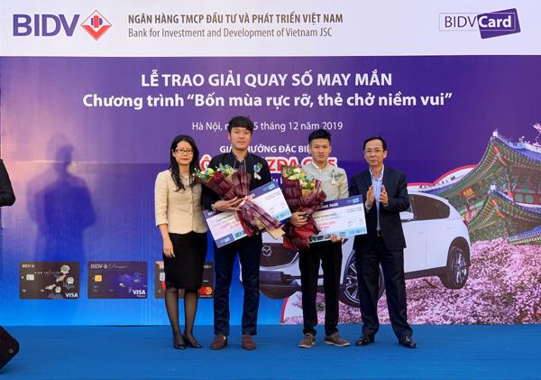 Khách hàng BIDV mở thẻ trúng xe ô tô
