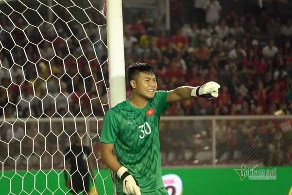 Văn Toản lắc đầu Thai- League, chạnh lòng cho Bùi Tiến Dũng