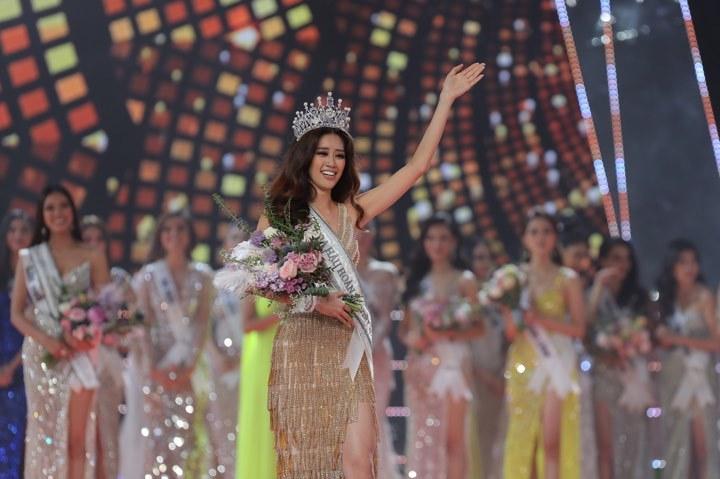 Khánh Vân rơi nước mắt phút đăng quang Hoa hậu Hoàn vũ VN