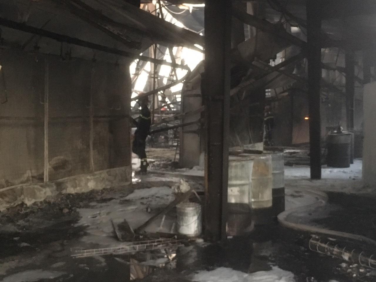 Đốt rác, thiêu rụi luôn công ty gỗ rộng hàng ngàn mét vuông