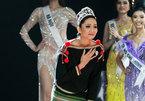 H'Hen Niê đi chân trần, rơi nước mắt trước thời khắc hết nhiệm kỳ Hoa hậu