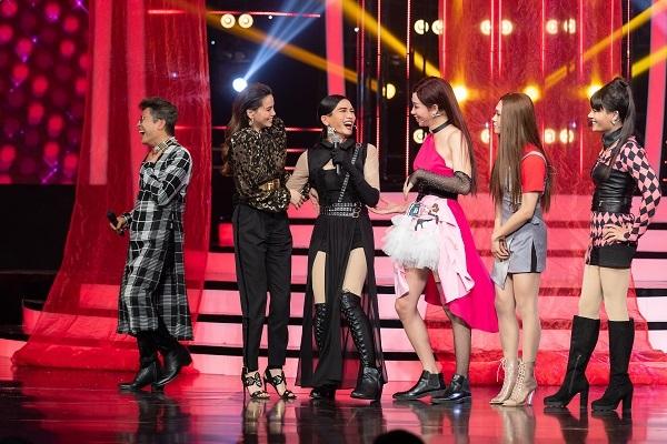 Hồ Ngọc Hà, Thanh Thúy, Đức Thịnh cười ngất vì BLACKPINK phiên bản 'lố'