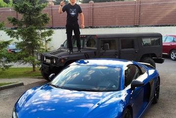 Hacker đang bị FBI truy nã sở hữu hàng tá siêu xe tại Nga